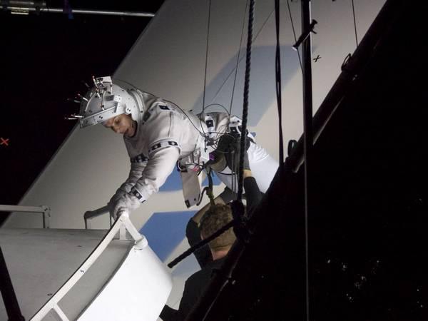 083 Gravity 037