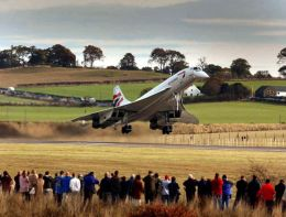 Concorde leaving Edinburgh Airport on her last flight